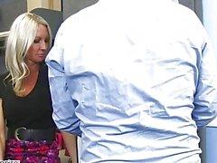 MILF Эмму Starr соблазнил ее коллега - порочная бюро - Naughty America