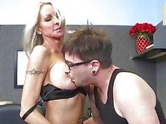 Di MILF di Emma Starr seduce il suo Collega d'ufficio - Naughty Office - Naughty America