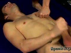 Homosexuell emo Jungen Spanking Homosexuell emo Jungen Ethan Gets Off Being Peitsche