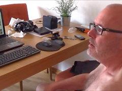 Ulf Larsen presentar su pornografía y el propio