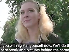 Blonde Клэр трахается в общественной