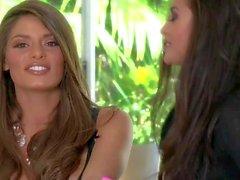 Atractiva que morena de pelo largo una belleza de Madelyn tiene entrevista