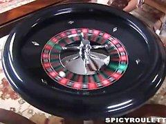 De sexe jeu de roulette comportant de Tanner , d'Alexis Capri ainsi que d'autres