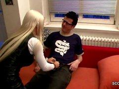 Deutsch Schritt-Vati fickt Stieftochter mit seiner großen Schwänze