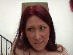 Зрелая сука в чулках сидит на лице молодой брюнетки