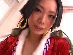 Азиатская девочка получает ее киска облизываемая одета на матрас