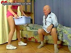 Büyükbaba eğlenceli seksi vakit alır