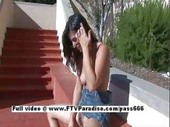 De Liliana superbe brune jolie fille caresser foufoune poilue