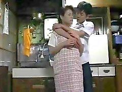 Japon ev kadını Randy alır ve kocası bazı dikkat çekiyor