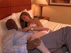 Bonito maduras esculpe para uma BBC dentro dela pornô interracial
