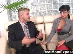 RealMomExposed - secretaria Horny ama una polla hasta su culo