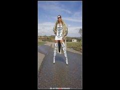 Fr&aelig_kke kvinder i lak l&aelig_der gummi og lange st&oslash_vler