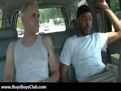 Großen muskulösen schwarzes Homosexuell Jungen demütigen weißen twinks hardcore 12