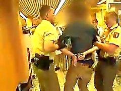 Arsch Junge Polizistin chapeau de einen geilen - Ass de police de chaude