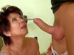 Katala gets erh mature busg bnaged at the gym
