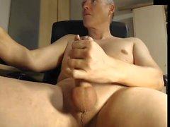 Vater Rucken seinen Schwanz im Büro