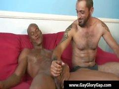Homosexuell Handjobs - Homosexuell weiße Jungenart Wichsen erwischt schwarz Dudes 28
