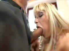 Secrétariat en hauts de cuisse baiser auprès