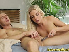 Blonde gets pussy toyed