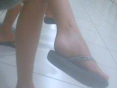 Ehrliche Füße in Flip-Flops