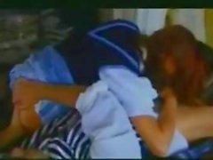 Bisexual Jeunes Femmes française dans un 3some avec un mec