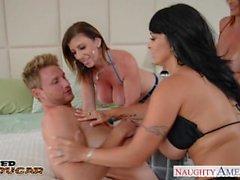 Cougarsna Charlee jagar , järneken Halston samt Sara Jay knullar ett lyckligt hingst