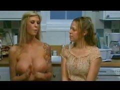 Brooke Banner parla a seno nudo