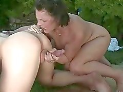En uç pissing ve oral seks eylem Granny