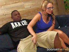 Nikki Sexx tar ett svart kuk framför hennes manen