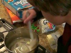 Adolescente grosse tette vi insegna come cottura del riso di Krispy Treats