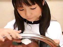 O cutie japonês Pigtailed dá boas-vindas a uma carga pesada do sémen em