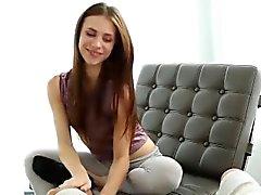 Сексуальное Ане Ольсен трахает большой член и получает приятный сперма в жопе