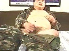 giapponese veterano papà paffuto masturbandosi