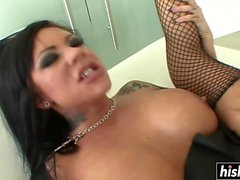 Tattooed babe wants to get creamed