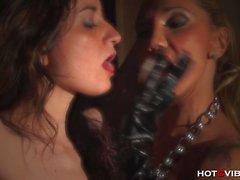 Heiße total Mütter Domina in Latex Bestraft Slave