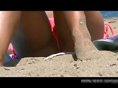 Voyeuring cute wet pussy at the beach