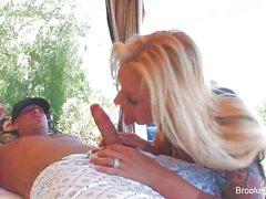 Brooke Banner hält ihre Stiefel am , als sie gefickt wird