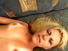 Hot Fauve blonde de de Milf fucks le noir de monstre Coq