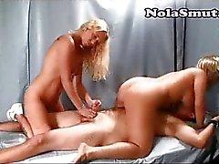 Kaksi sairaanhoitajaa työntö Potilaiden Dick