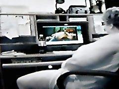 Oma gevangen kijken naar porno 5