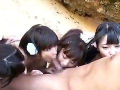 Masturbación en la playa y sexo con Black Angelika