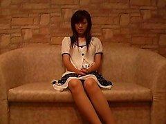 Viettelevän Aasialaiset tyttö seksikkäitä jalkoja esittää hänen kaunis tissit O