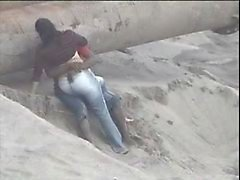 Latino casal apanhado na praia