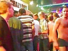Homosexuell Knöpfen wichsen zusammen am Party