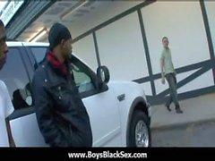 Schwarzem reizvolle Homosexuell Jungen schlagen weiße Knöpfen 22