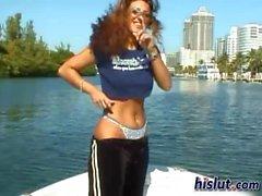 Dianella auf einer dem Boot