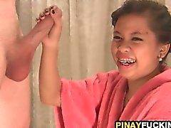 Winzigen asiatisch Schwalben und Bumsen Eine Dickes Schwänze