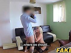 Busty blonde MILF Monty bounces ihren großen Arsch auf einem harten Schwanz