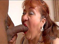 La abuela mismo es amordazar de polla negro