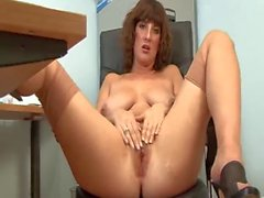 Hawt older secretary full fashion nylons